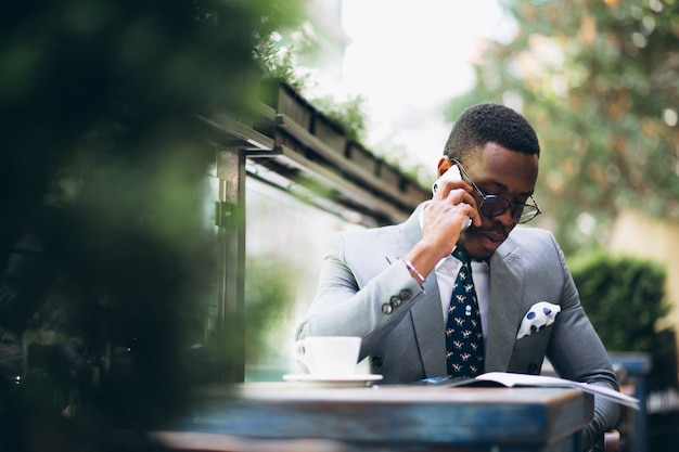 African american business man reading news and talking on phone Free Photo