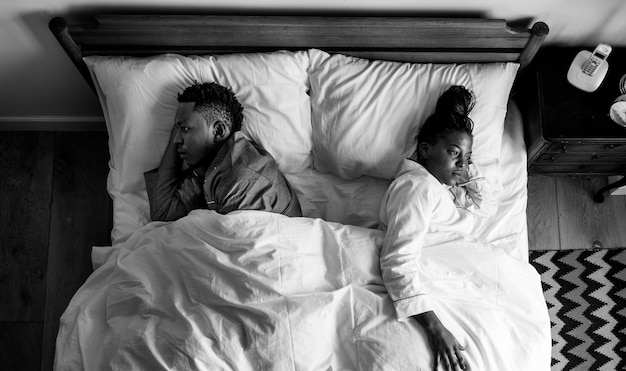 African american couple sleeping back to back Free Photo
