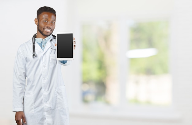 청진 기 서 배경을 흐리게와 아프리카 계 미국인 의사 프리미엄 사진