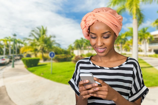 African american woman with a mobile phone Premium Photo