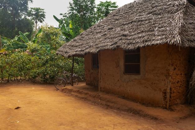 地元の村のアフリカの粘土の家 Premium写真