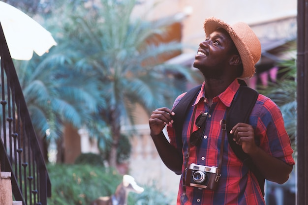 African traveler man travel in the city with smile and happy. Premium Photo