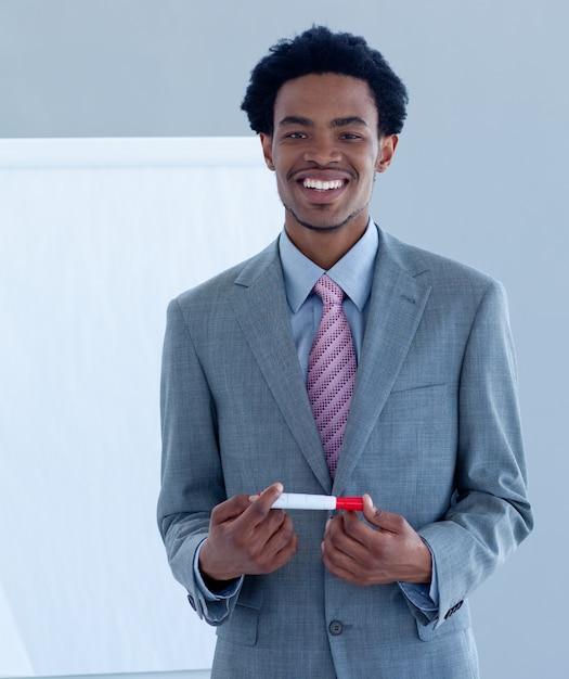 afroamerikanki-v-ofise-onanizm-skaypu