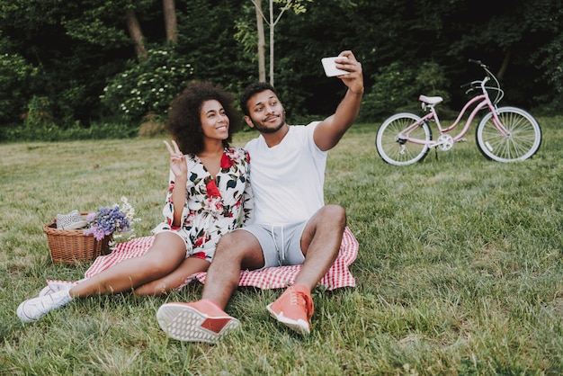 Afro american couple doing selfie on a picnic together Premium Photo