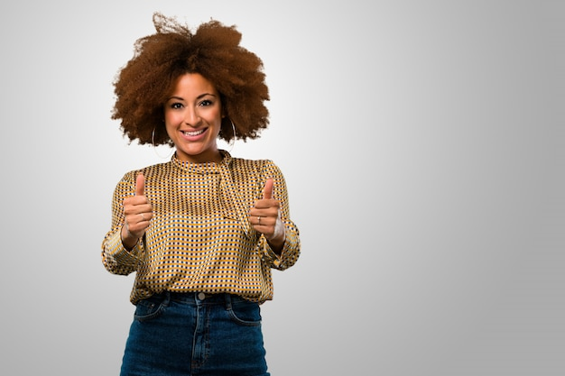 Afro woman with thumbs up Premium Photo