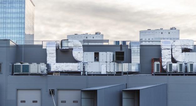 Sistem AC di atap Foto Premium