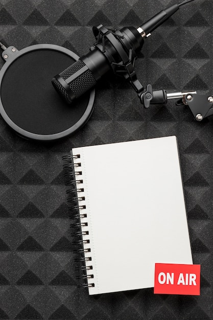 On air notepad and microphone Premium Photo