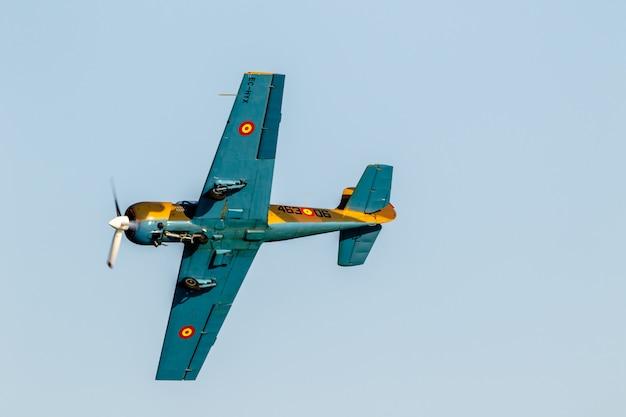 Aircraft yakolev  salva ballesta aeroplane Premium Photo