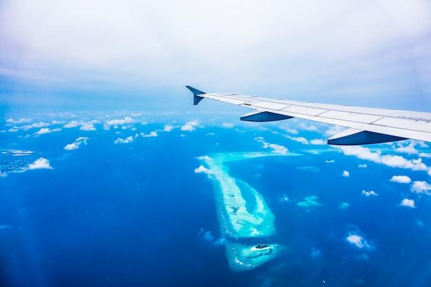 Airplane wing Free Photo