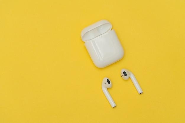 Airpods беспроводные наушники от apple Premium Фотографии