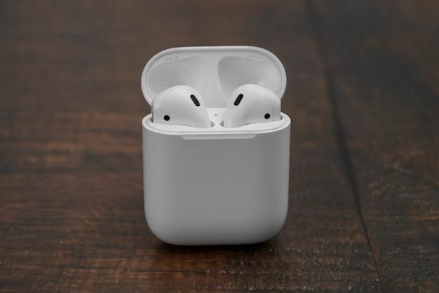 Airpods wireless headphones by apple Premium Photo