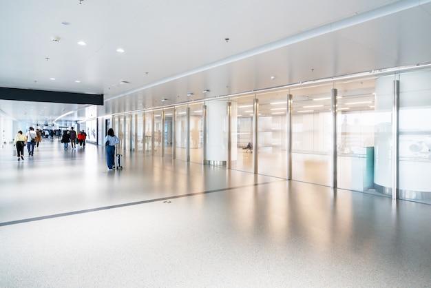Доступ к терминалу аэропорта и стеклянные окна Premium Фотографии