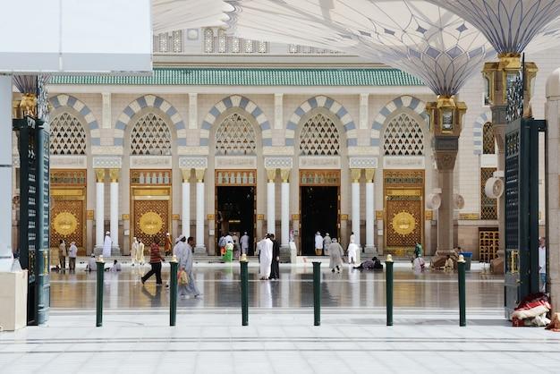 アル・マディーナ・モスク Premium写真