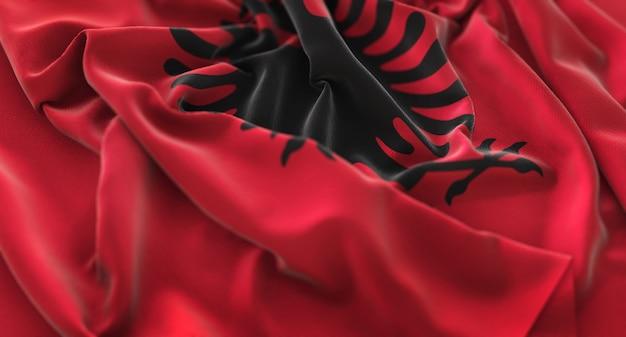Bandiera dell'albania increspato splendamente sventolando macro close-up shot Foto Gratuite