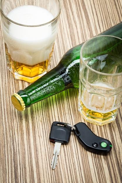 Alcohol and car keys Premium Photo
