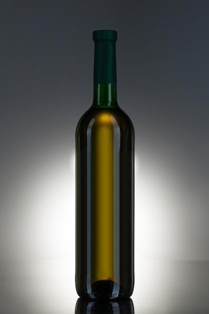 Алкогольный напиток в стеклянной бутылке Бесплатные Фотографии