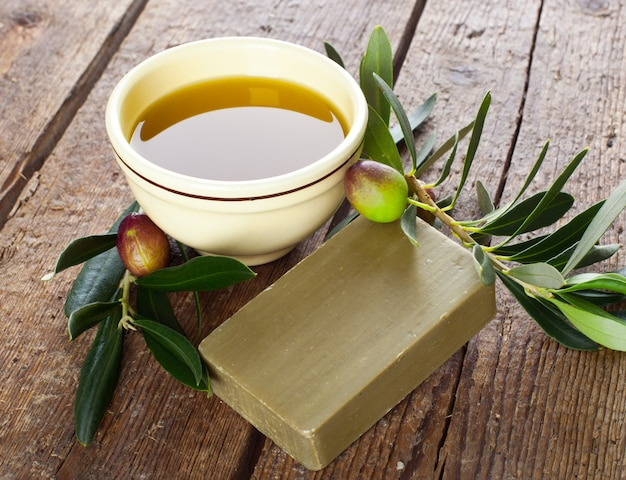 Aleppo soap and olives Premium Photo