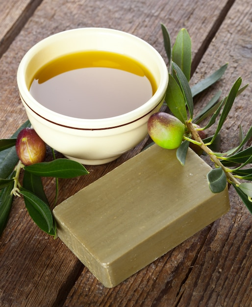 Aleppo soap and olives Premium Photo