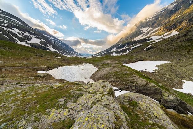 Alpine rocky mountains Premium Photo
