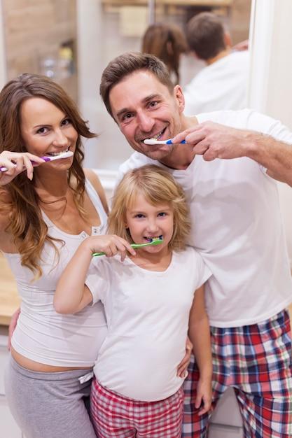 Lavati sempre i denti dopo un pasto Foto Gratuite