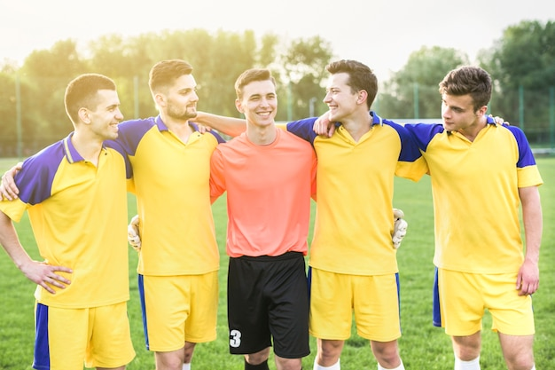 Amateur football concept with team posing Free Photo