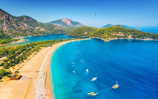 Amazing aerial view of blue lagoon in oludeniz, turkey Premium Photo