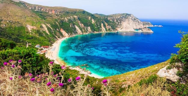 그리스의 놀라운 해변-cefalonia 섬의 아름다운 Petani 프리미엄 사진