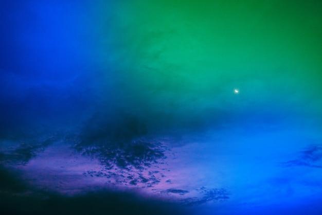 Удивительное красивое арт-небо с разноцветными облаками Бесплатные Фотографии
