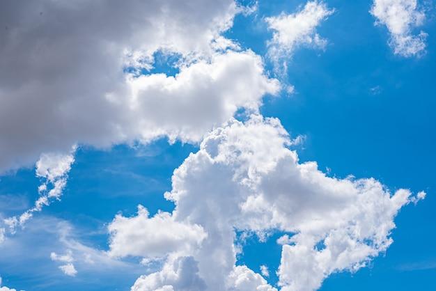 구름과 함께 놀라운 아름다운 하늘 무료 사진