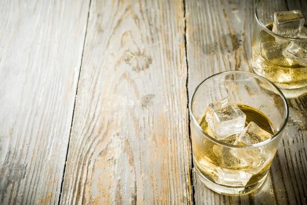 Amber whiskey on the rocks Premium Photo