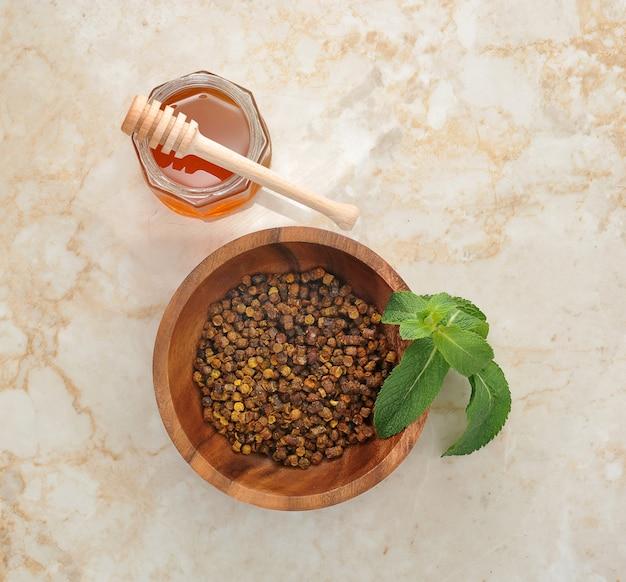 Амброзия - продукт жизнедеятельности пчел и меда Premium Фотографии