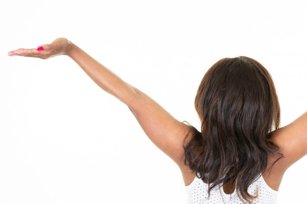 Американская африканская женщина с поднятыми руками стоит сзади сзади Premium Фотографии
