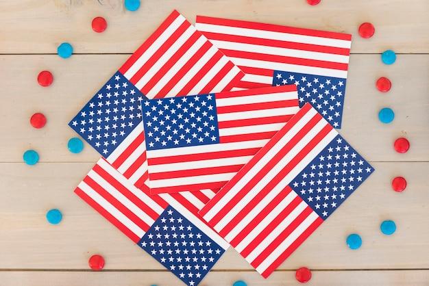Bandiere americane e caramelle Foto Gratuite