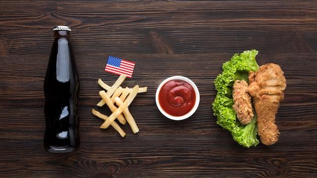 Американская еда с бутылкой содовой Бесплатные Фотографии