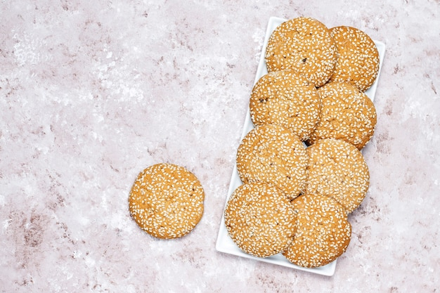 American style sesame seed cookies on light concrete background. Free Photo