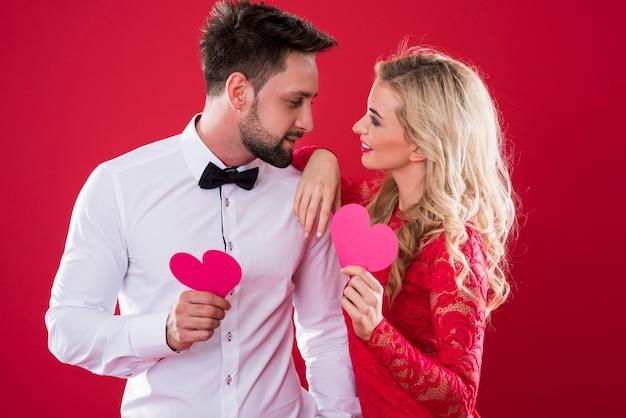 남자와 여자 사이의 사랑의 유대 무료 사진