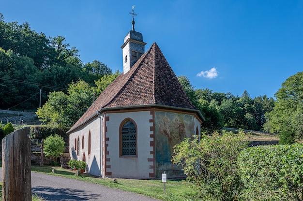 Amorsbrunn은 Amorbach 마을의 예배당입니다. 무료 사진