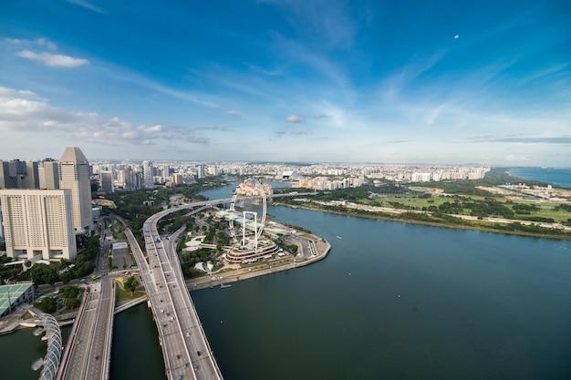 Вид с воздуха садов заливом в сингапуре. сады у залива - это парк площадью 101 га мелиорированных земель. Бесплатные Фотографии