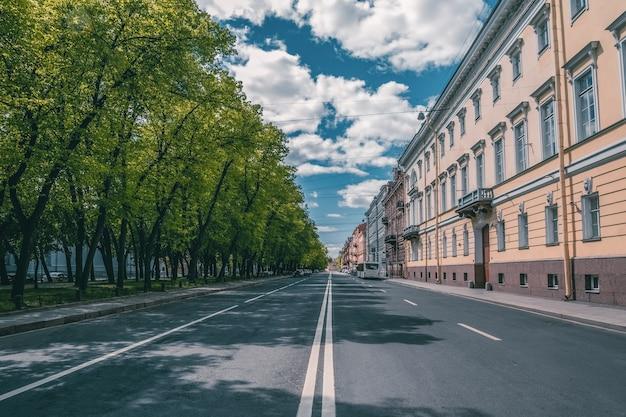 Пустой город без людей санкт-петербург Premium Фотографии
