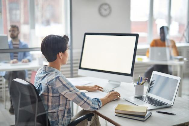 Analyzing information Premium Photo
