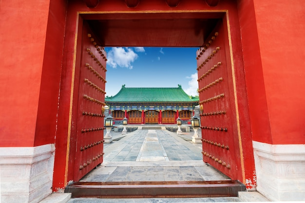Ancient chinese building gate Premium Photo