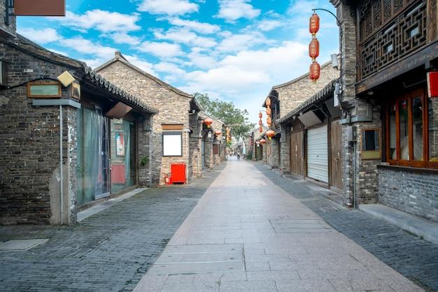 Ancient city street of yangzhou, china Premium Photo