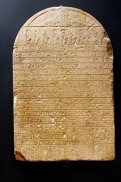 Ancient egyptian hieroglyphic cuneiform writing Premium Photo