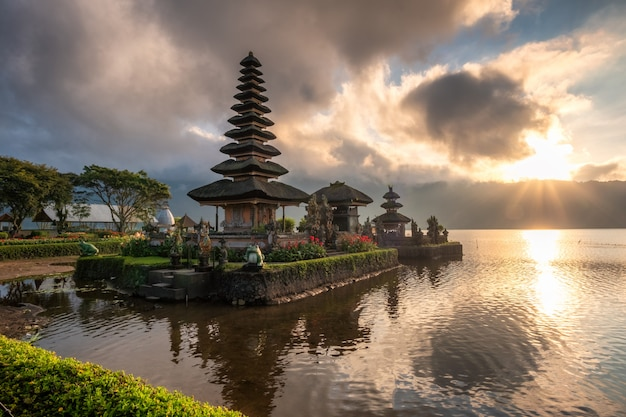 Ancient temple (pura ulun danu bratan) with sunlight at morning Premium Photo