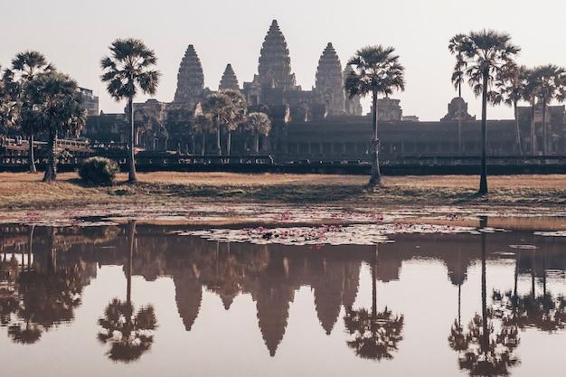 Ангкор-ват - индуистский храмовый комплекс в камбодже Premium Фотографии