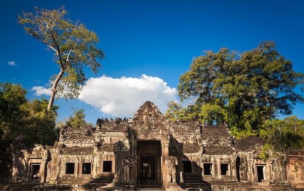 Храм ангкор ват - камбоджа. древняя архитектура Premium Фотографии