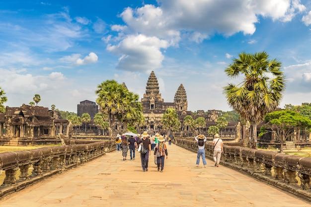 Храм ангкор-ват в сием рип, камбоджа Premium Фотографии
