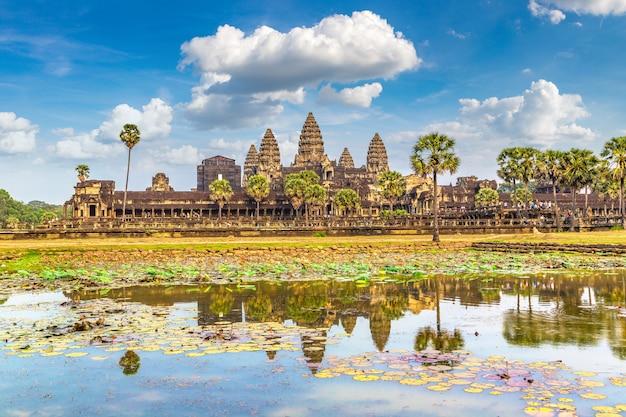 Храм ангкор-ват в сием рипе из камбоджи Premium Фотографии