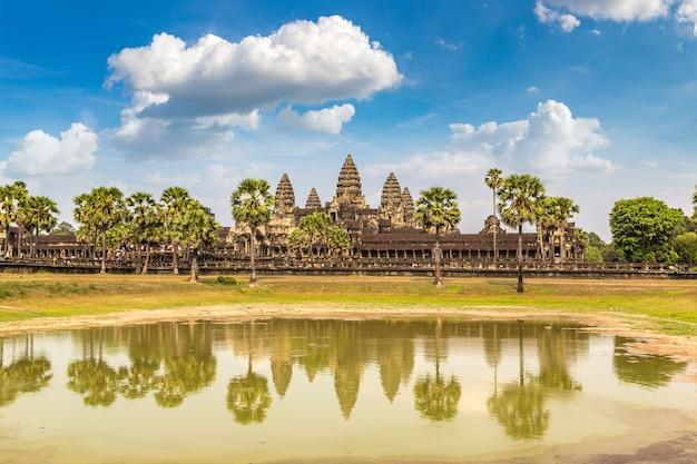 Храм ангкор-ват в сием рипе Premium Фотографии