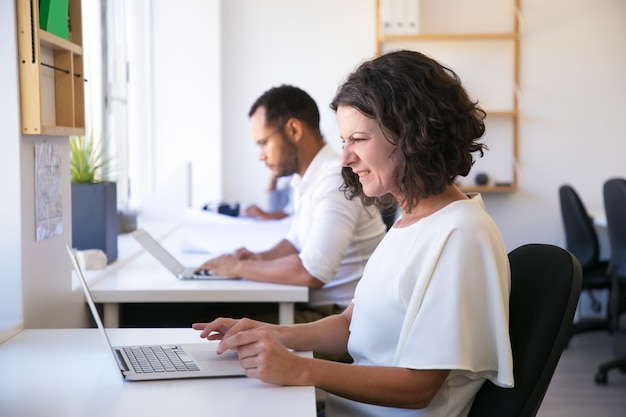 Angry caucasian woman working with laptop Free Photo